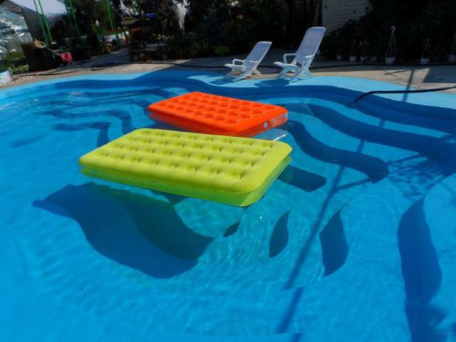 a_homebuilt_swimming_pool_thats_pretty_awesome_640_22